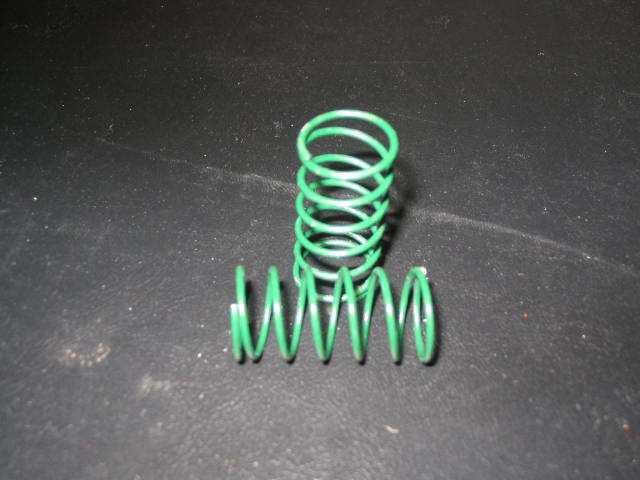 WT3306 Green 6# (CS) Center Shock Springs. (pair)