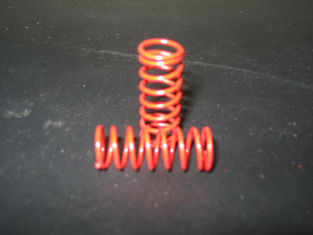WT3104 Red 9# VCS Side Shock Springs. (pair)